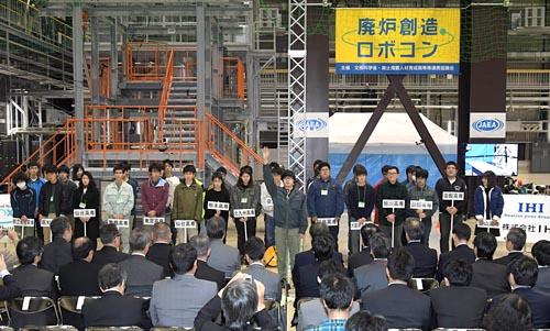 全国の若き頭脳を集結/全国の高専が一堂に会した開会式。北は北海道、南は熊本から計15チームが参加。日頃培ってきた技術・技能を存分に発揮した。初開催のため、選手はもちろん、審査員や運営側にも緊張感と期待感が満ちていた