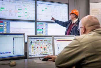 ビッグデータを解析する発電所の遠隔監視センター