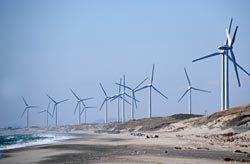 風力設備の累計導入量は300万kWを超えるなど着実に拡大している(写真は御前崎風力発電所)