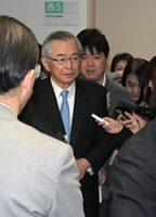 東電委員会を終え退室する川村氏(28日、東京・霞が関)