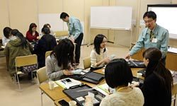 三沢市内で開かれた「女性のための放射線講座」