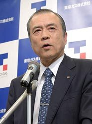 会見する広瀬社長(13日、東京・大手町)