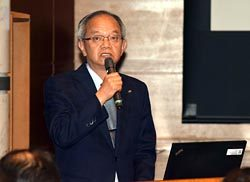 松村取締役が信頼関係をベースに調達コスト低減に向けた協力を求めた