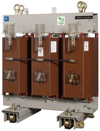 富士電機は16日、省エネ性能に優れた超高効率モールド変圧器を6月から日本国内で販売開始すると発表した。同社の従来製品と比べて電力損失を30%低減した点が特徴。主にデータセンターや水処理場など1日を通して電力使用量の多い施設に提案する