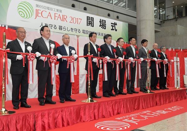 日本電設工業協会が主催する「JECA FAIR 2017 ~第65回電設工業展~」が17日、東京・有明の東京ビッグサイトで開幕した=写真。今年度のテーマは「人を守る 暮らしを守る 電設技術が未来を守る」。電気設備を高品質・低コストで構築する技術、社会インフラを災害から守る製品などが多数紹介されている