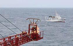 メタンハイドレート由来天然ガスの船上でのフレア処理(メタンハイドレート資源開発研究コンソーシアム提供)