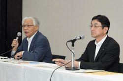 合弁契約締結を発表する東京電力フュエル&パワー(F&P)の佐野敏弘社長(右)と中部電力の増田義則副社長(東京・日本橋)