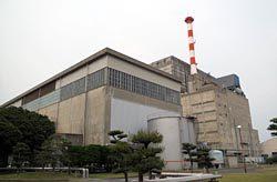 廃止措置中の東海発電所。熱交換器4基のうち2基の解体工事をほぼ終えた