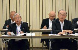 グループ一体での取り組み強化を要請した瓜生社長(左、右は貫会長)