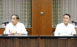 幹部会議に出席した苅田会長(左)と清水社長(28日、中国電力本社)