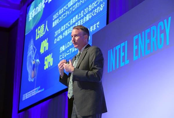 インテルは19日、「エネルギー×IoTフォーラム2017」を都内のホテルで開催した。日本エネルギー企業や国内外の専門家を招き、小売り全面自由化をはじめとする大きな変革期を迎えたエネルギー業界の今後を展望した。写真は、あいさつするインテルのシャノン・ポーリン・セールス&マーケティング統括本部副社長