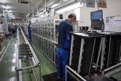 自動化率を高めている安曇野工場の内部