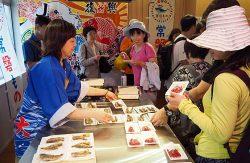 試食会場は福島の「旬の魚」を求める人でにぎわった