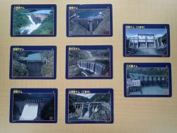 配布が始まった耳川水系のダムカード