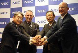 送配電事業者向けソリューションの提案を発表した3社の代表者