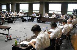 会合では今後の検証体制などが報告された(8日、新潟県庁)