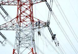 コスト低減、工期短縮を意識して進められる東新潟火力B線電線張替工事