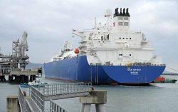 北米産LNGを積み、日本に初めて到着したLNG船(1月6日)