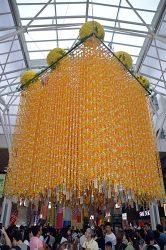 8万8000羽の折り鶴を使った七夕飾り