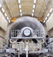 高速バランス試験設備に設置された74インチタービン