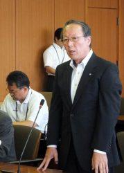 大飯3、4号機の再稼働への同意を表明した中塚町長(25日、福井・おおい町)