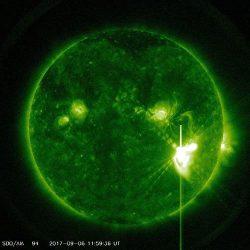 6日発生した大規模な太陽フレア(NASA―SDOの画像)