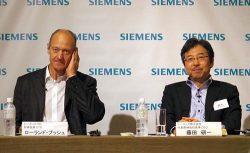 講演するブッシュCTO(左)と日本法人の藤田社長