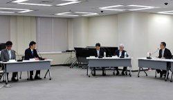 東電HDの取り組みを説明する小早川社長(左から2人目)
