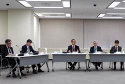 柏崎刈羽6・7号が新規制基準に適合したとする「審査書案」を了承した規制委会合(4日、東京・六本木)