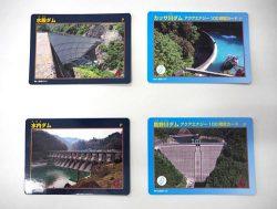 東電HDが発行したダムカード。右の2枚がアクアエナジー100の契約者限定カード