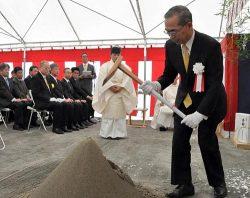 地鎮の儀を執り行う福島ガス発電の石井社長