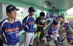 練習試合中の沖縄電力ベンチ。本戦を控えムードも高まっている
