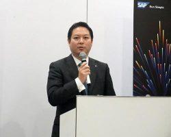 顧客のデジタル変革を支援する戦略を説明した福田社長