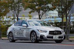 公道での自動運転テストを実施した日産の実験車両