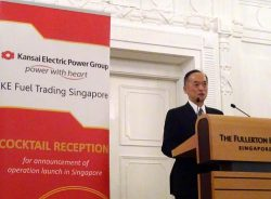 関電トレーディングシンガポールの開所式であいさつする片岡常務執行役員