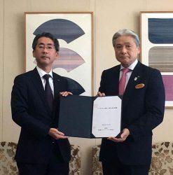 基本合意書を締結した東電EPの川崎社長(左)と福田知事(16日、栃木県庁)