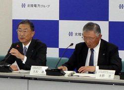 グループ各社トップと経営課題について意見交換した久和会長(右)、金井社長