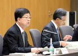 合同会議であいさつする原田社長(左)。右は海輪会長