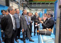 スイスの施設を見学し説明を受ける海輪会長