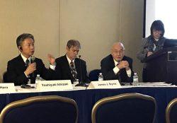 福島復興本社の取り組みを説明する石崎氏(左)
