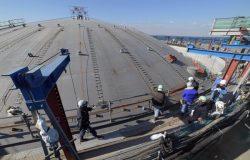 屋根上げ工事が行われた富津火力LNG基地の12号タンク