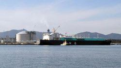 相馬LNG基地に入港するプテリ・インタン・サツ号