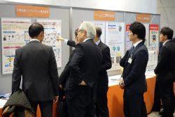 広島市の本社で開かれた展示会には社内外から多くの見学者が訪れた