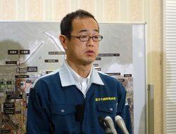 福島第一・第二の視察後、報道陣の質問に答える更田委員長