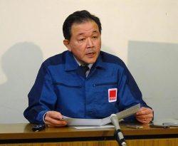 2020年頃の復興本社移転方針を表明する大倉代表(29日、福島県庁)