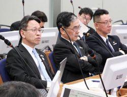 「健康経営宣言」の内容を議論・決定した会合(左は岩根社長)