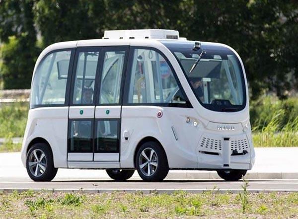 福島第一原子力発電所構内に導入される自動運転EVバス(写真=東電HD提供)