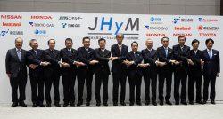 水素ステーション整備に向けた新会社の設立企業関係者ら