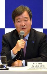 会見する崔団長。日本の開催計画を肯定的に評価した