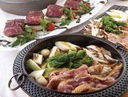 響・新宿タワー店で提供される福島牛のステーキと川俣シャモのすき焼き(店舗提供)
